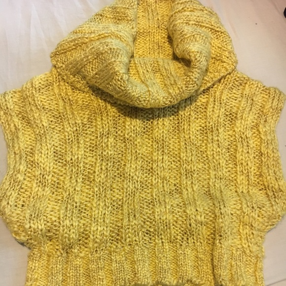 bebe Sweaters - Bebe Daisy Cropped Sweater